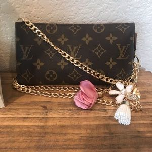 Louis Vuitton crossbody pouch